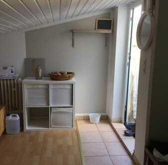 kleine geräumige Dachgeschosswohnung mit Schrägen