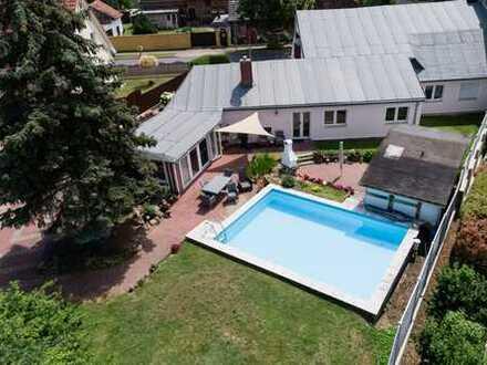 200qm Einfamilienhaus *** Inkl. 750qm Baugrundstück ***Pool und Wintergarten