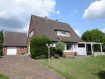 Sie suchen ein Haus in zentraler Lage? Hier ist es! Einfamilienhaus auf großzügigem Grundstück i...