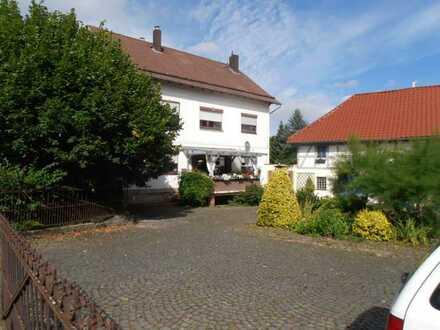 Geräumiges Wohnhaus auf über 3800 m² Grundstück, Wirtschaftsgebäude mit Einliegerwohnung, Reitplatz