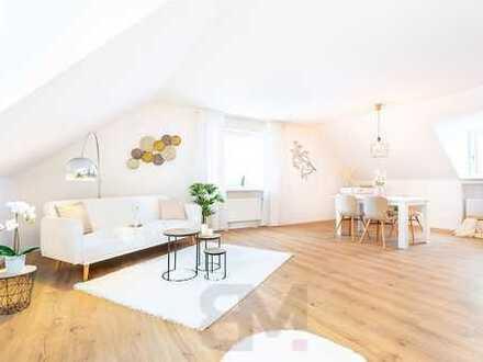 Große 3 Zimmer-Dachgeschoss-Wohnung, 99 qm, renoviert mit Balkon