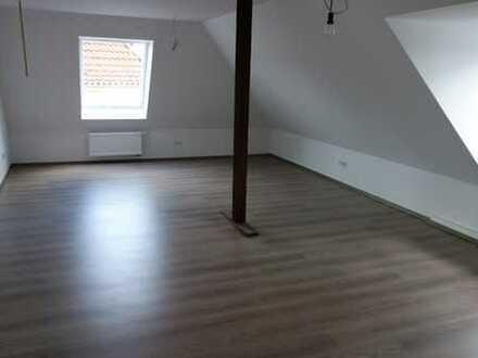 Sanierte 3-Zimmer-Dachgeschosswohnung mit Balkon und Einbauküche in Hamm-Heessen