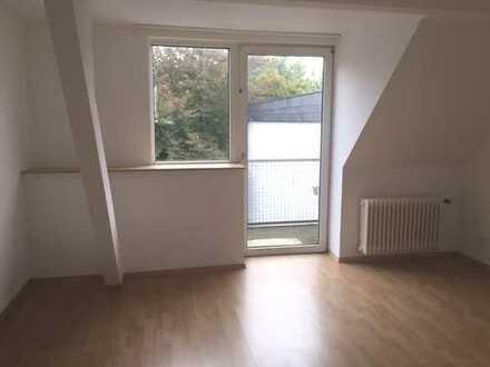 Helle DG 1,5 Zimmer Wohnung mit Balkon und großer Wohnküche