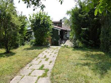 Freistehendes, älteres Einfamilienhaus mit großem Garten in ruhiger Toplage, Nähe Alter Golfplatz
