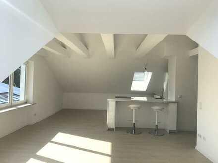 Wunderschöne und TOP sanierte 2-Zimmer DG-Wohnung mit neuer Einbauküche in Bestlage von Gröbenzell