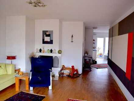 Westend: 4-Zimmer-Wohnung mit 2 Balkonen und Stellplatz nahe des Palmengartens