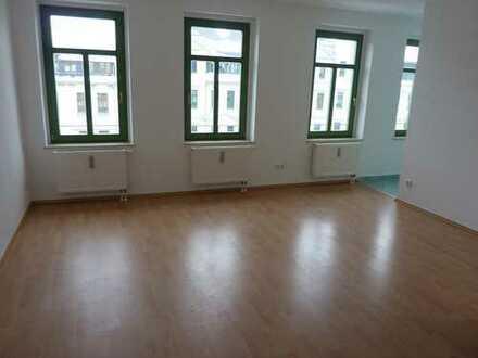 Kleine Wohnung - kleine Miete!... Süße 1-Raum mit Laminat im DG