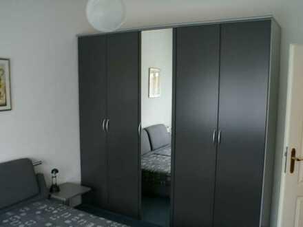 Gepflegte 2-Zimmer-Erdgeschosswohnung mit Einbauküche in Dresden