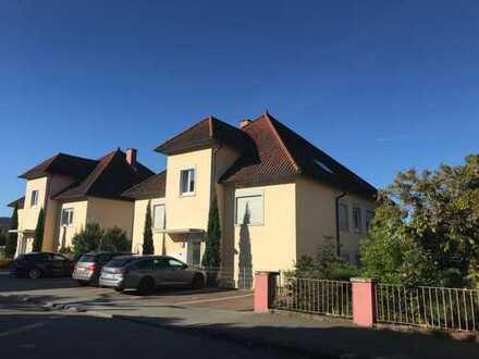 Gepflegte 2-Zimmer-Wohnung mit Terrasse und Fernblick in bevorzugter Lage in Weinheimer Nordstadt