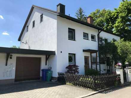 Doppelhaushälfte in grüner Umgebung