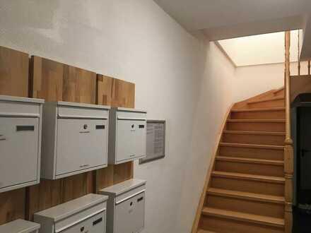 Möblierte, gemütliche 1-Zimmer-DG-Wohnung mit Gemeinschaftsterrasse, EBK und Waschmaschine