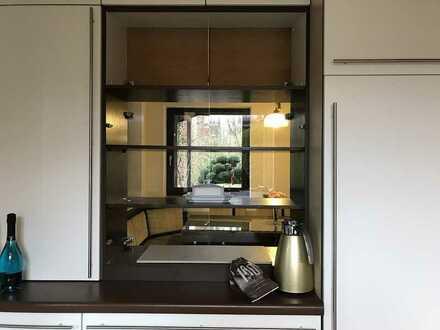 Großzügiges Einfamilienhaus (teilmöbliert) direkt am Deuringer Wald für begrenzte Zeit zu vermieten.