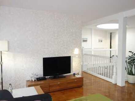 Charmante 5-Zimmer-Maisonette-Wohnung mit Balkon und Einbauküche in Schwerin