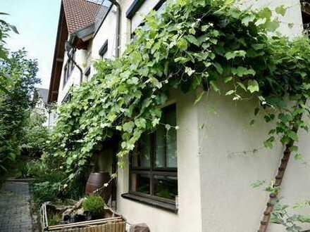 Schöne 3-Zimmer-Geräumige, vollständig renovierte 2-Zimmer-Erdgeschosswohnung zur Miete in Pforzheim