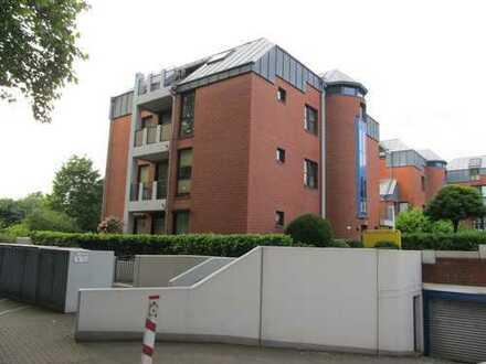 schöne, helle Dachgeschosswohnung mit großen Balkon, Dellviertel