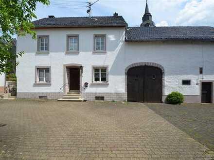 Gemütliches und schönes Eifeler Bauernhaus mit Innenhof, Stall, Scheune und kleinem Garten Steffeln