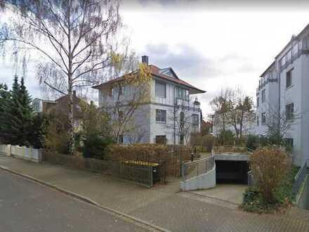 Charmante 3-Zimmer-Wohnung mit großem sonnigem Balkon in niveauvoller Lage Dresdens -provisionsfrei
