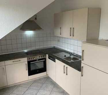 Hier stimmt alles: Dachgeschoss, Balkon und nagelneue Einbauküche !!!