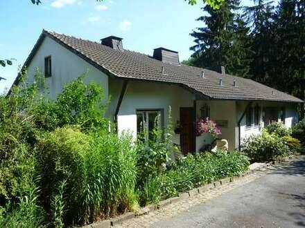 Siegen, großzügiges Doppelhaus: 185m² +90m² Ideal für 2 Generationen. Idyllisch am Waldrand gelegen