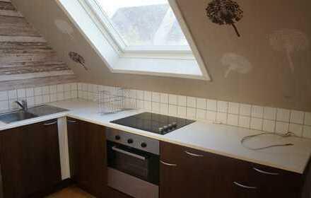 Sanierte 3-Raum-Dachgeschosswohnung mit Einbauküche in Neulingen-Nussbaum