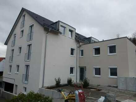 Erstbezug / Neubau: 3-Zimmerwohnung mit EBK, TG, Terrasse
