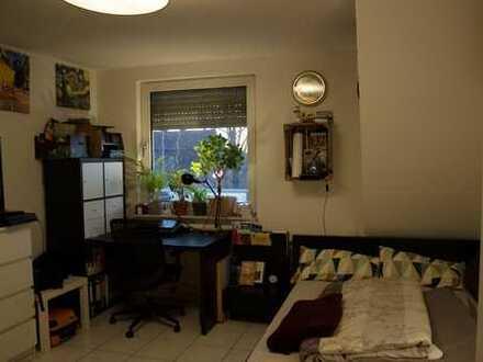 Tolles 18m² große Zimmer in einer 125m² großen 3er-WG mit Wohnzimmer und zwei Balkonen
