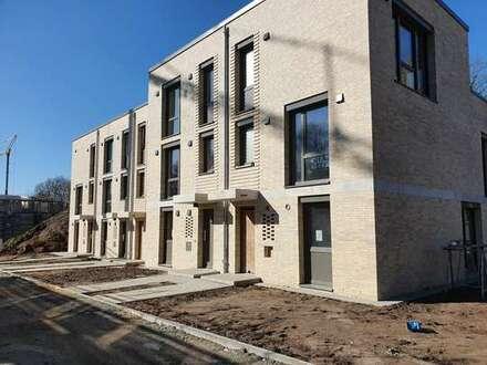2020 einziehen: Noch 2 Neubau-Stadthäuser in Südausrichtung mit Dachterrasse, neben Knoops Park!