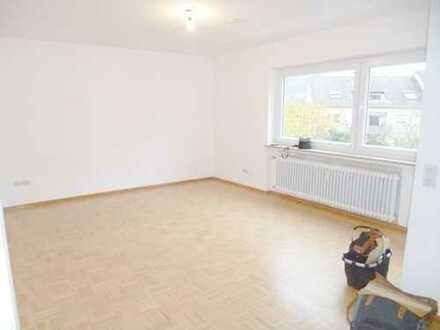 Merzhausen: schöne 2-Zimmer-Single-Whg. mit Einbauküche, Balkon u. TG-Stellplatz