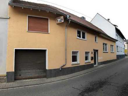 Charmantes Einfamilienwohnhaus mit Terrasse und Parkmöglichkeiten