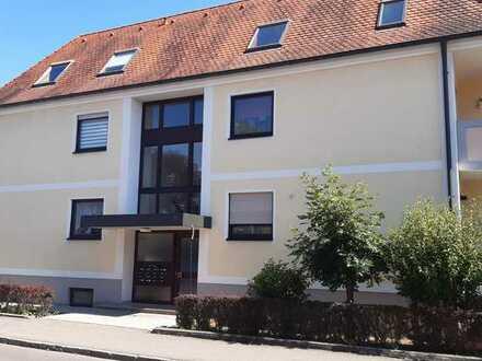 Schöne, helle 2-Zimmer-Hochparterre-Wohnung mit Balkon, EBK, Tiefgarage