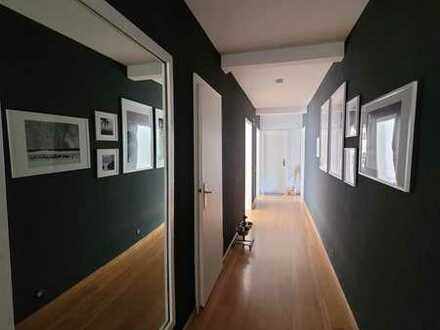 Gepflegte 3-Zimmer-DG-Wohnung mit Einbauküche, Balkon und in Zell (Mosel)