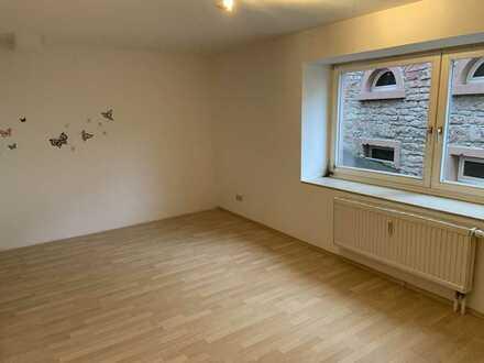3 Zimmer Wohnung mit Balkon ab sofort zu vermieten
