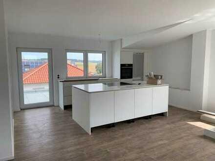 Erstbezug: helle schöne 3-Zimmer-DG-Wohnung mit EBK, Balkon und sehr großer Dachterrasse in Ehingen