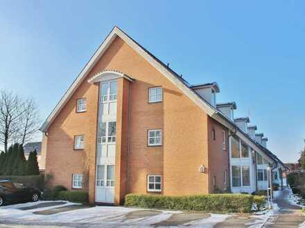 Stilvolle, vollständig renovierte 2-Zimmer-Wohnung mit Balkon und Einbauküche in Kronshagen