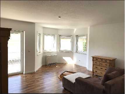 Gepflegte 2 Zimmer-Wohnung mit Balkon und Einbauküche