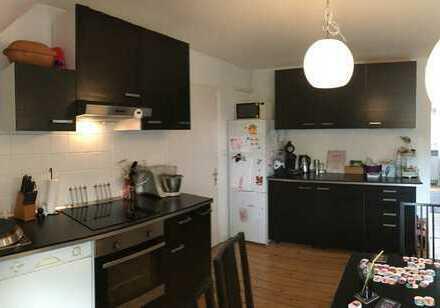 Altbau-DG-Whg. in ruhiger, zentraler Lage, mit Küche und Dielen