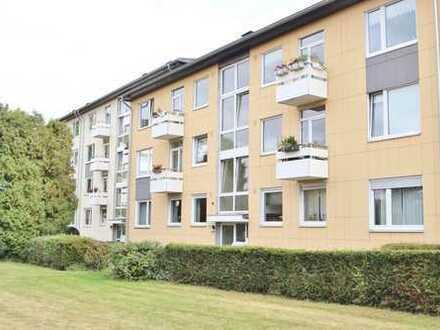 Modernisierte 3 Zimmer Wohnung mit Balkon, Einbauküche und Stellplatz!