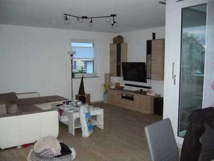 Neuwertiges Haus mit sechs Zimmern und Einbauküche in Altenriet verteilt auf 2. Stockwerke,