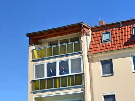Schöne Dachgeschoss Wohnung mit Einbauküche und Balkon zu vermieten
