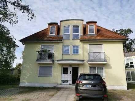 Sonnige 3-Zimmer-Dachgeschosswohnung mit Kaminofen, Terrasse + Balkon, in Stadtvilla mit 5 WE