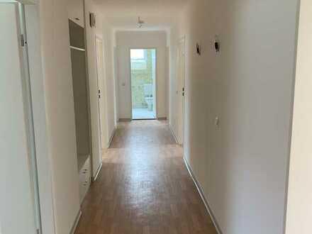 Vollständig renovierte 4-Zimmer-Dachgeschosswohnung mit Balkon und EBK im Zentrum von Cham