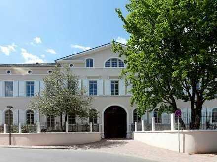 Herrschaftlicher Wohnstil im denkmalgeschützten Schloss!
