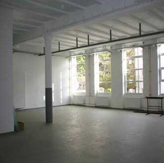 Helle Großraum-/Büroetage mit besonderem Ambiente in historischem Gebäude