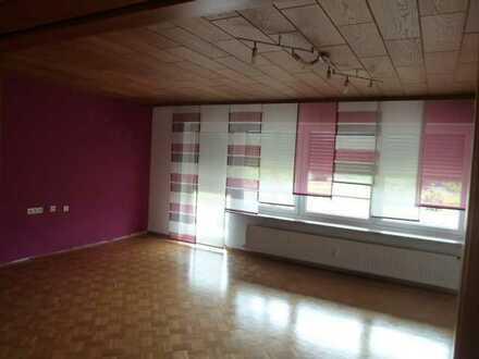 Schöne helle 5 Zimmer Wohnung 1.OG sowie Balkon,Garage und Stellplatz