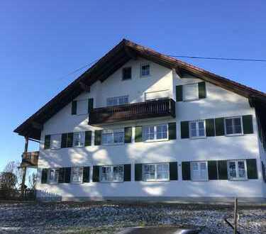 Gepflegte 5-Zimmer-Dachgeschosswohnung mit großem Balkon bei Ebersbach im Außenbereich