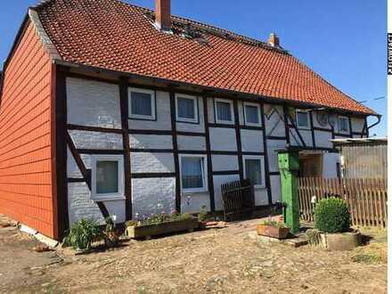 Sanierungsbedürftiges Fachwerkhaus mit Stall und Nebengebäude!