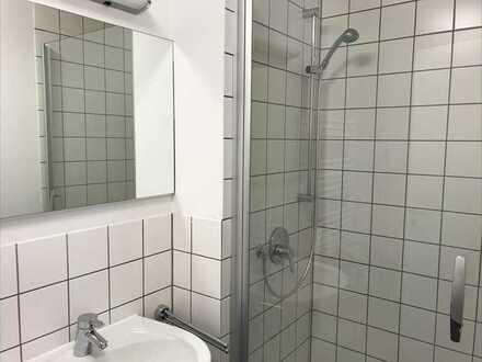 Zimmer mit eigenem Badezimmer