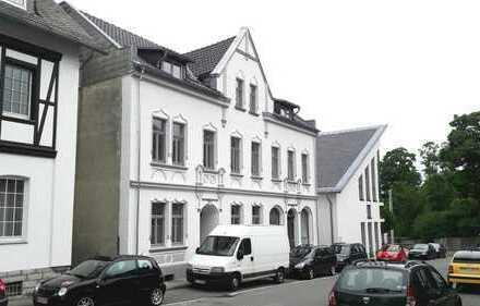 Hochwertig renovierte 2 bzw. 3- Zimmerwohnung mit Altbaucharme!