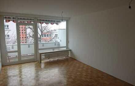 Exklusive, vollständig renovierte 2-Zimmer-Wohnung mit Balkon und Einbauküche in Laim, München