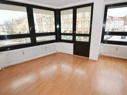 TOP-3-Zi.-Eigentumswhg. m. Marmor-Bad u. Balkon. Ca. 127 m² Wohnfl. in CO-Stadt! 2 TG-Stpl. möglich
